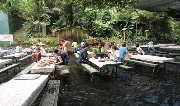 Labassin-Waterfalls-Restaurant-San-Pablo-Şehri-Filipinler