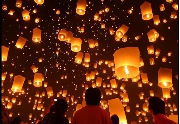 Tayland'da Dilek Feneri Bırak