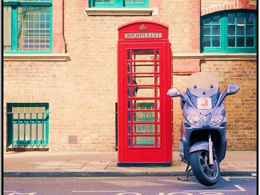 Londra'daki Telefon Kulübelerinden Evi Ara